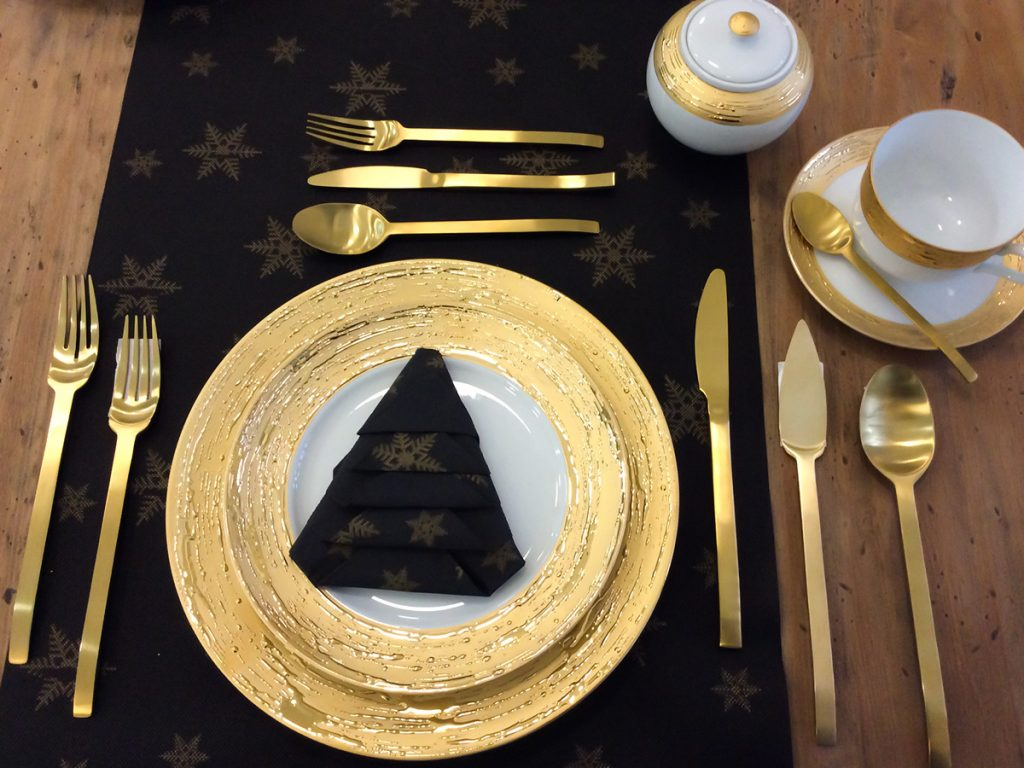 Vajilla Auratos OB de Porcel con decorado dorado